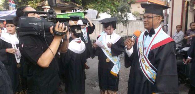 Eko Wiratno Mahasiswa Berprestasi Wisuda Pasca Sarjana STIE AUB Solo Periode 1 Tahun 2015.