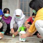 Edukasi Kepada Masyarakat Dusun Genting RT 07/ RW 02, Desa Genting, Cepogo, Boyolali Cara Menggunakan Disinfektan.